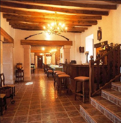 - Finca with air condition, huge private pool and sea view, 2km from Porto Colon, to let