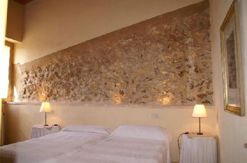 - Holiday cottage in Manacor, Majorca for vacation rentals with swimming pool, sleeps 10