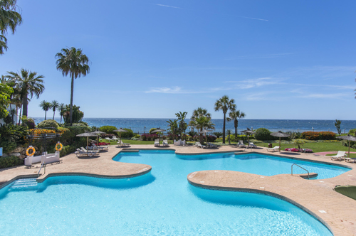 - Vacations right on the beach, holiday accommodation with 2 bedrooms, Puerto Banus, to let