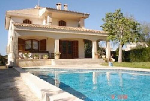 - Holiday villa, only 300m from the beach in Sa Rapita Majorca, to rent