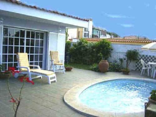 - Holiday condo with pool in La Orotava, Tenerife, up to 6 people to rent