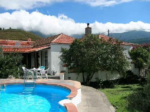 - Cottage in a residence with swimming pool for 3 people in El Paso, La Palma for rent