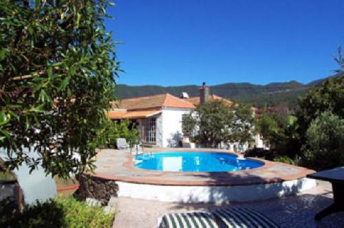 - Condo in a holiday residence with swimming pool for 3 people in El Paso, La Palma for rent