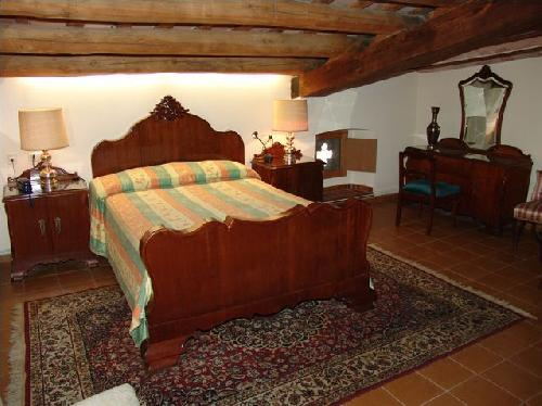 - Holiday accomodation, sleeps 2 in the centre of Girona to let