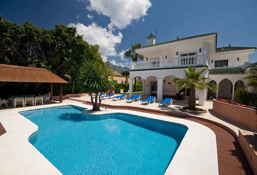 Luxury holiday villa 10 guests heated pool air conditioning adsl nueva andalucia marbella for Luxury holiday rentals ireland swimming pool