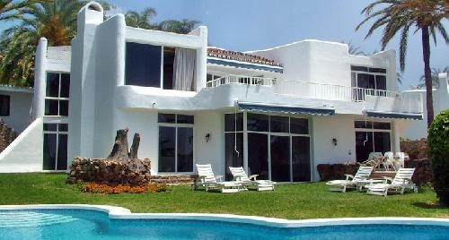 Pieds dans l 39 eau villa avec piscine priv e entre marbella for Villa a louer avec piscine privee