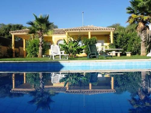 Holiday villa near the beach to rent