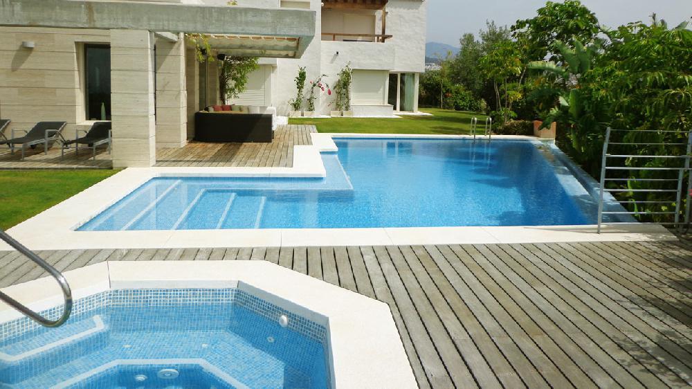 Chalet de lujo con jacuzzi piscina vistas al mar - Piscina con jacuzzi ...