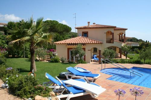 - Luxury villa, for hanicaped people suitable, 200m from the beach of Sa Conca, five bedrooms, private swimming pool and beautiful garden