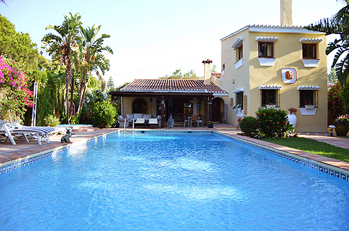 MARBELLA holiday villa to let on the beach