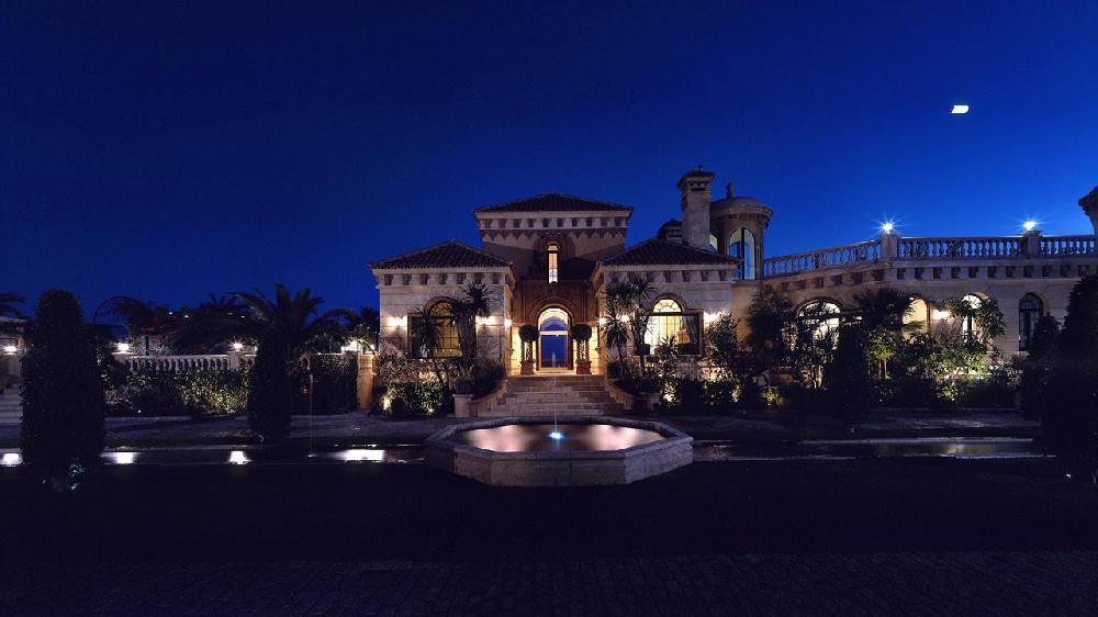 Mijas holiday villa to let on the beach