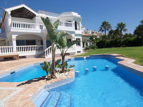 Luxus Strand Villa riesiger Pool, schöner Garten an der Golden Mile ...
