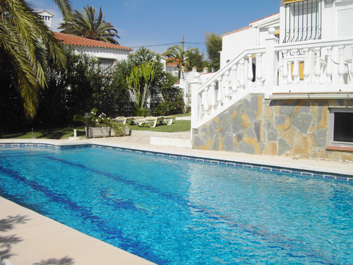 holiday accommodation private pool Marbesa