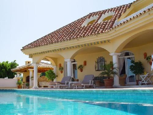 Luxury villa, sea view hetaed pool