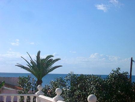 Blick von Dachterrasse zum Meer