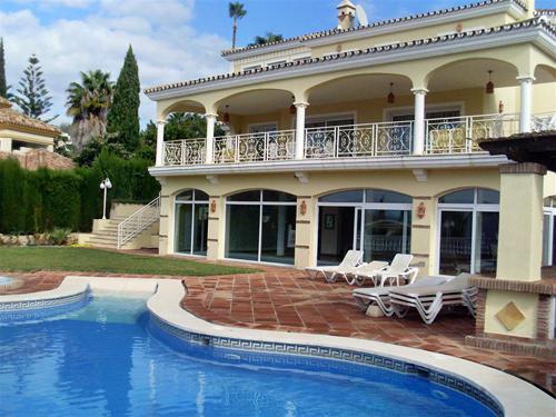 Marbella Villa, 7 Schlafzimmer, El Rosario Mit Eigenem Hallenbad, Jacuzzi    Whirlpool
