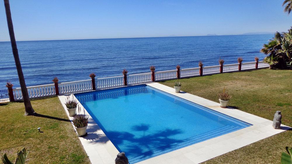 Alquileres vacaciones villas for Chalets con piscina privada para alquilar en vacaciones