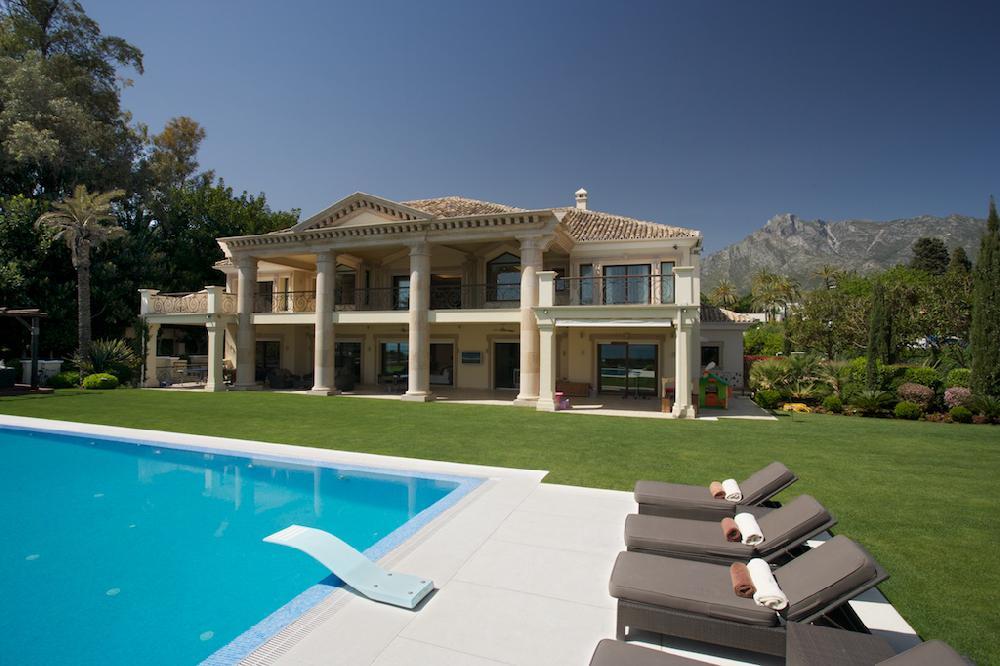 Luxus Villa Am Strand , Marbella Club, 20 Personen , Pool , Hallenbad,  Großer Garten Zu Vermieten