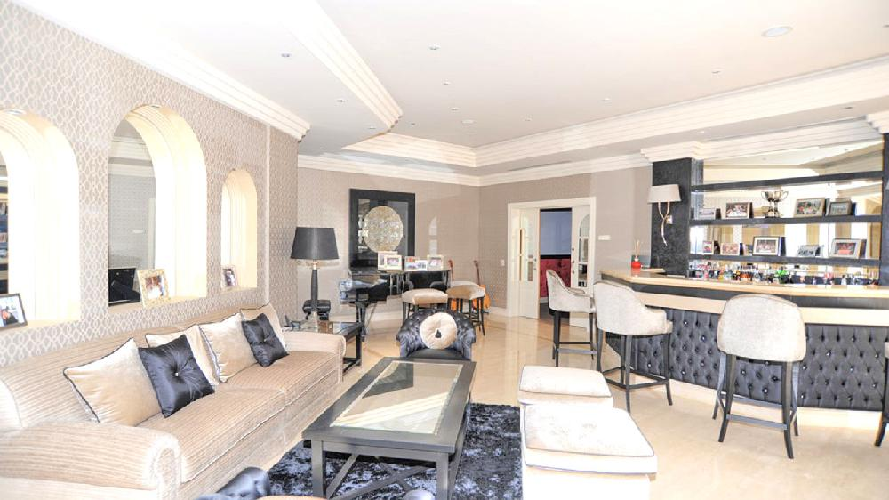 villa de luxe 10 chambres bord de mer avec piscine int rieure et ext rieure sur la plage fr. Black Bedroom Furniture Sets. Home Design Ideas