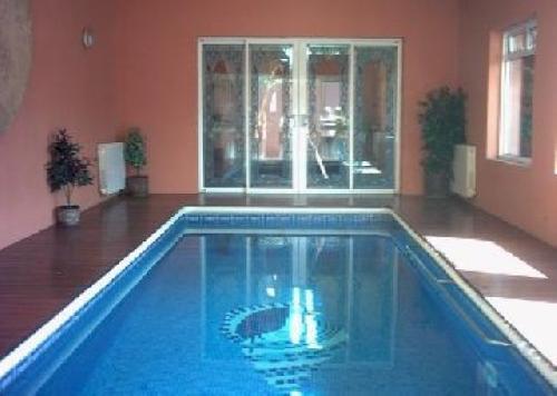 Indoor swimming pool luxus  Top Luxus Ferien Villa mit Indoor Pool und Schwimmbad im Freien, für ...