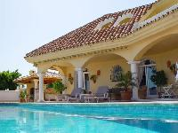 Luxury villa, sea view hetaed pool